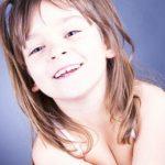 Lebendiges und natürliches Kinderfoto