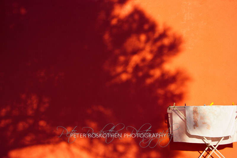 Fotokunst Wäschetrockner tifft Baum Fotograf Peter Roskothen Fotos zum Kaufen