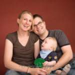 Foto Glückliche Familie - Peter Roskothen Fotograf Krefeld Familienfotos Portraits Firmenfotos
