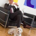 Geschäftsführer mit Hund