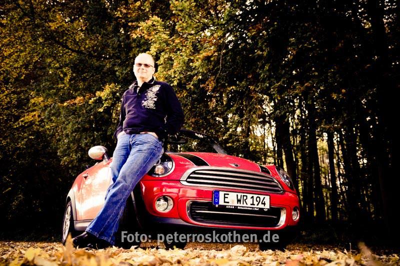 Portrait Foto Mann Auto Peter Roskothen Fotograf