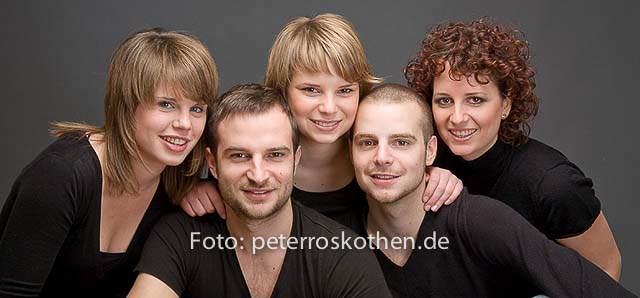 Exklusives Geschwisterfoto in unserem professionellen Fotostudio, Fotograf Nettetal Peter Roskothen, Familienfoto, Portrait, Geschwisterfoto