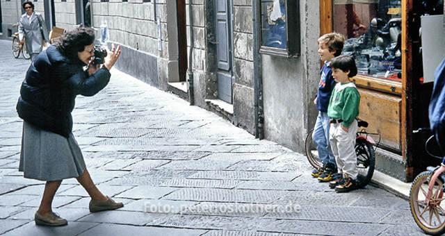 Fotografin fotografiert Kinder, Fotografie Portrait lernen, Fotokurs