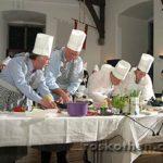 Kochduell bei der Hochzeitsfeier