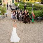 Der Brautstrauss wird geworfen